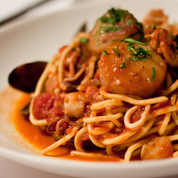 Spaghetti Putanesca - Pasta Moon, Half Moon Bay, CA