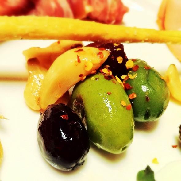 Garlic & Olives - Zazios, Kalamazoo, MI
