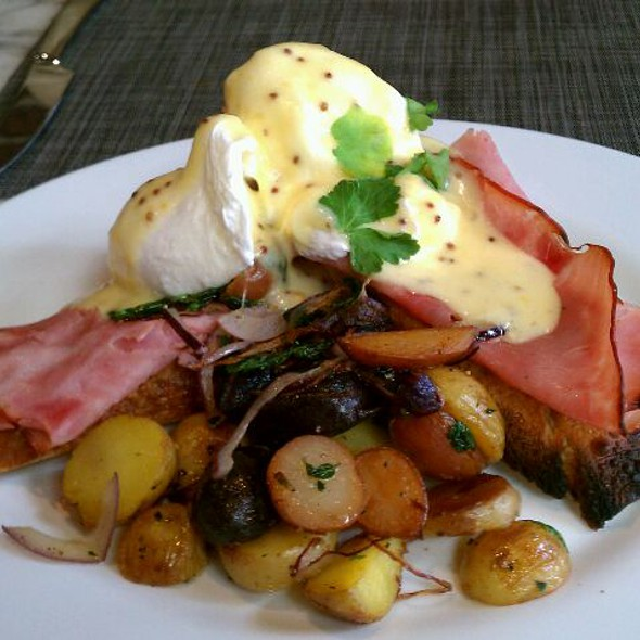 Eggs Benedict - Artisan House, Los Angeles, CA