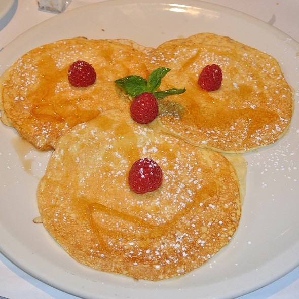 Lemon Ricotta Pancakes With Raspberries - Serafina - Philadelphia, Philadelphia