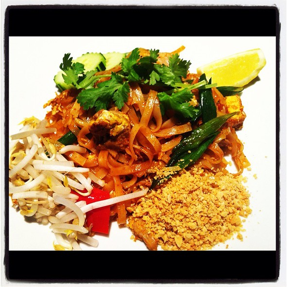 Chicken Pad Thai - Bangkok Garden, Toronto, ON