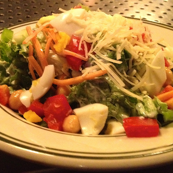 chophouse salad with balsamic vinigrette - District Chophouse, Washington, DC