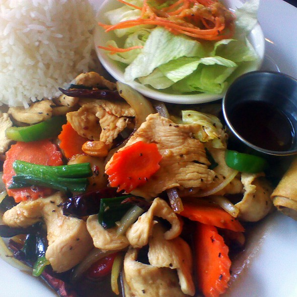 Cashew Nut Chicken - Lotus Thai - Downtown, San Diego, CA