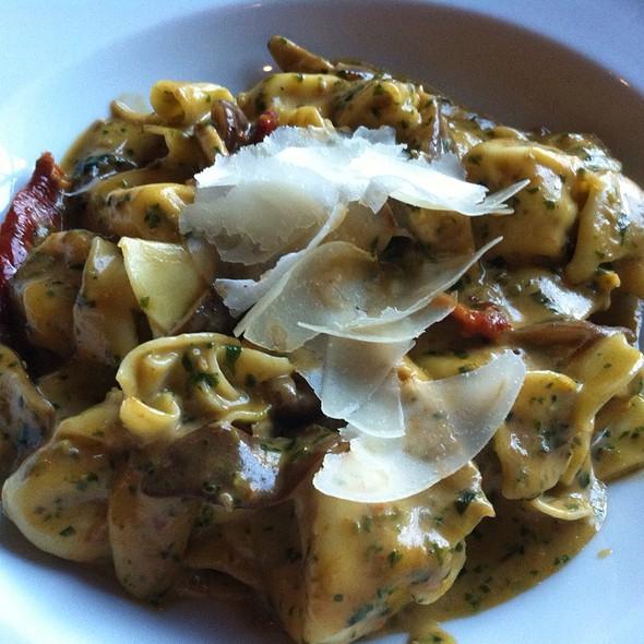 Tortellaci & Pesto Cream Sauce - Soffritto Italian Grill, Newark, DE