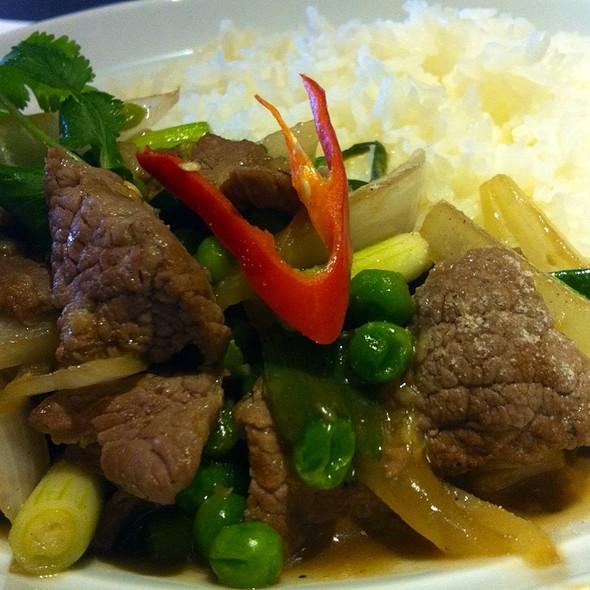 ข้าวหน้าเนื้อผัดน้ำมันหอย   Stir Fried Beef with Oyster Sauce on Rice - Thai Upon Thames, Twickenham, Greater London