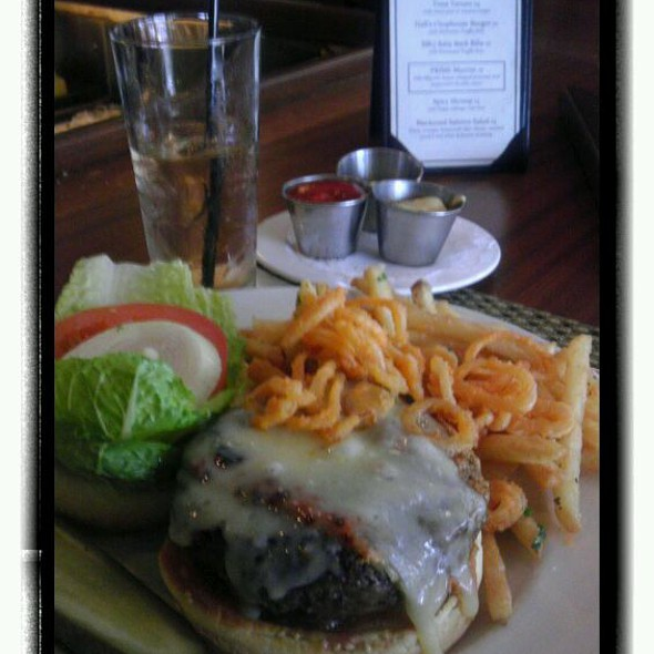 Burger - Halls Chophouse, Charleston, SC