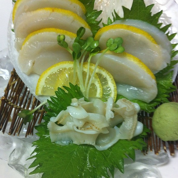 Live Scallop Sashimi - Kubo's Sushi Bar & Grill, Houston, TX