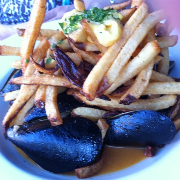 Mediterranean mussels with Borlotti beans, Spanish chorizo, fries and rouille - Cabezon Restaurant, Portland, OR