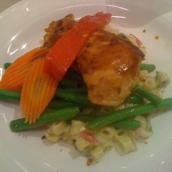 Roasted Chicken With Creamy Pasta & Fresh Veggies - Spindletop, Houston, TX