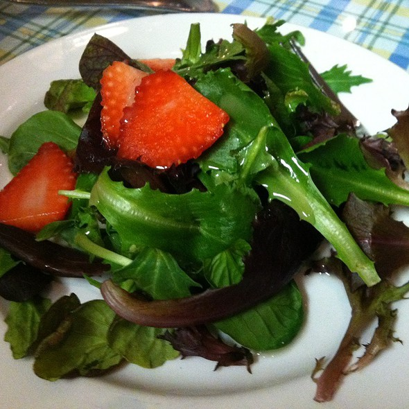 Mixed Green Salad With Strawberries And Walnut Oil Dressing - Lulu's Creperie, Laguna Hills, CA
