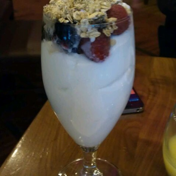 yogurt parfait - restaurant Max, Minneapolis, MN