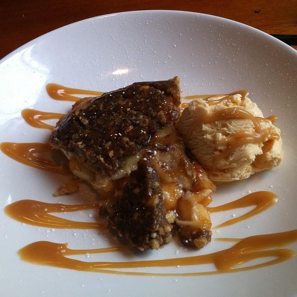Apple Walnut Cinnamon Pie - McCormick & Schmick's Seafood - Troy, Troy, MI