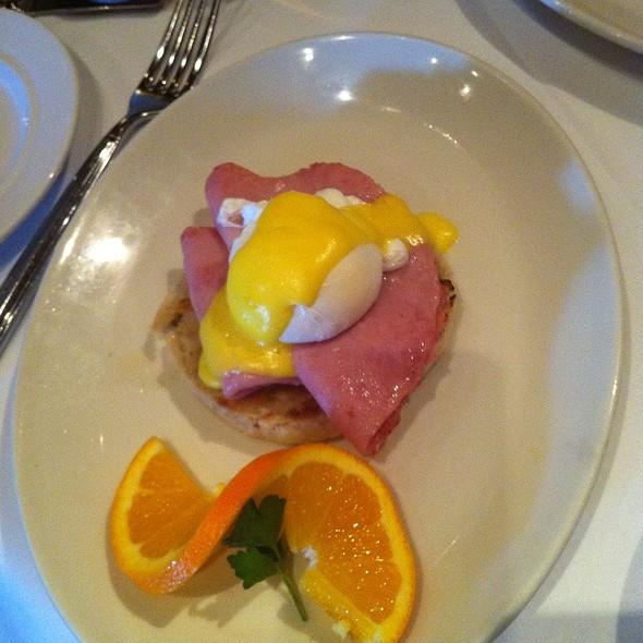 Eggs Benedict - RIS, Washington, DC