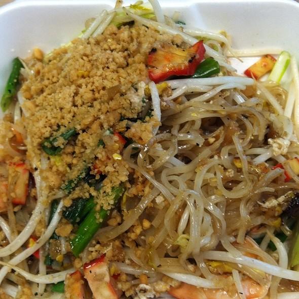 shrimp pad thai - Tara Thai, Falls Church, VA