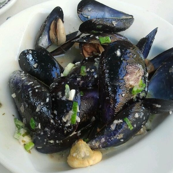 Mussels in White Wine Sauce - Cafe Benedicte, Houston, TX