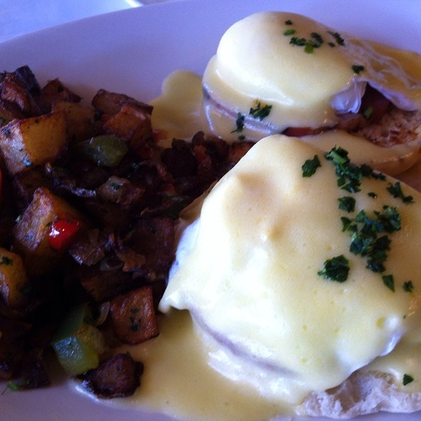 Eggs Benedict - The Plaza Bistro, Sonoma, CA