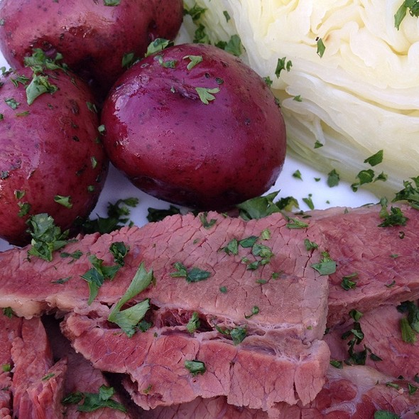 Corned Beef And Cabbage With Red Potatoes - Girvan Grille, Brooklyn Park, MN
