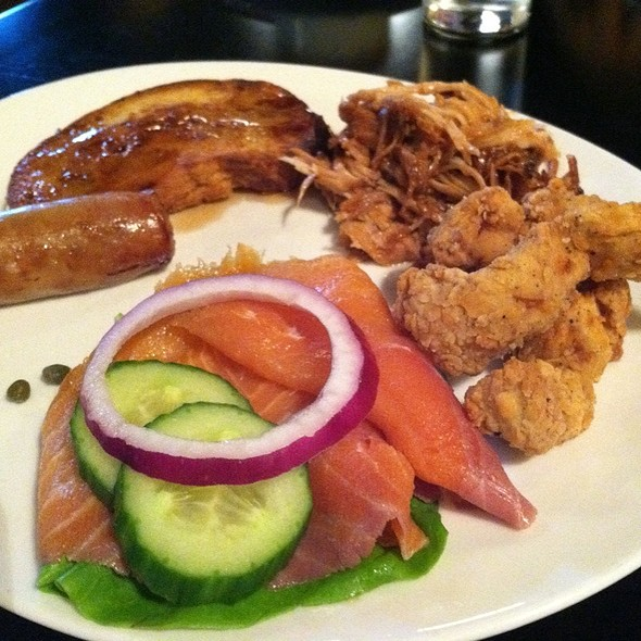 Smoked Salmon, Buttermilk Fried Chicken, Bbq Pulled Pork, French Toast And Breakfast Sausage - Columbus Inn, Wilmington, DE