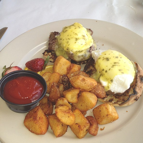 Steak Benedict - Morgan Creek Grill, Isle Of Palms, SC