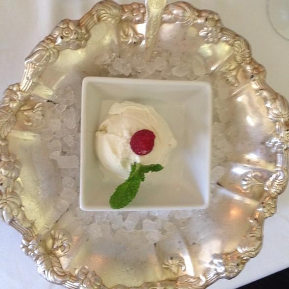 Vanilla Ice Cream - Ram's Head Inn, Galloway, NJ