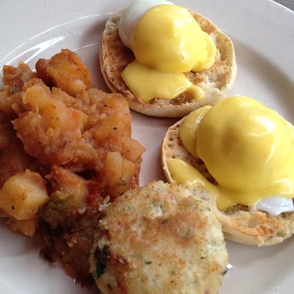 Eggs Benedict with Maryland Crab Cake & Bacon - Il Bastardo, New York, NY