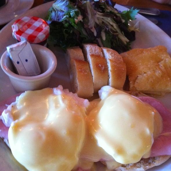 Canadien Bacon & Poached Egg Benedict - Creme de la Crepe - Redondo Beach, Redondo Beach, CA
