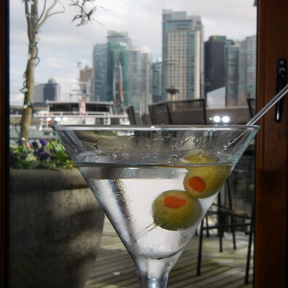 Luksusowa Polish Potato Vodka Martini - LIFT Bar Grill View, Vancouver, BC