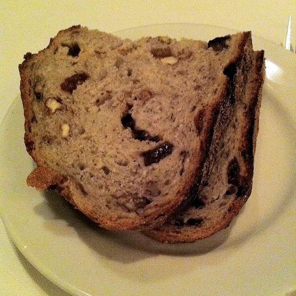 Raisin and Walnut Bread - Porter House Bar and Grill, New York, NY