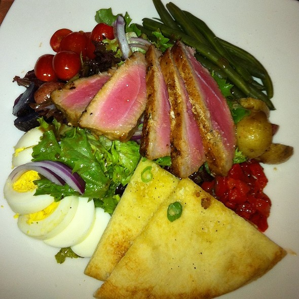 Chophouse Sakad With Seared Tuna - Posh at The Scranton Club, Scranton, PA