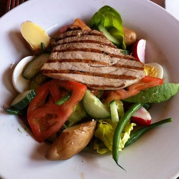 Salade Nicoise - Bistro Vida, Menlo Park, CA