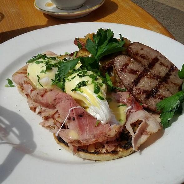 Eggs Benedict - Covo Trattoria e Pizzeria, New York, NY