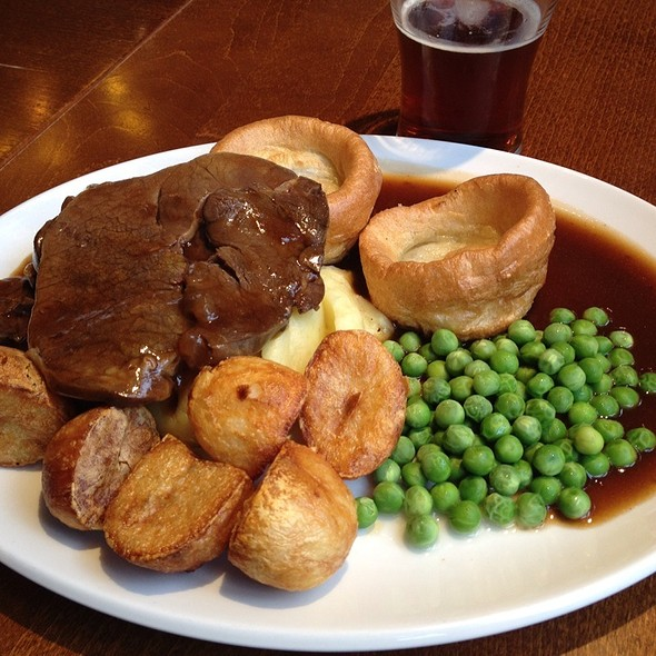 Earls Court Tavern - Roast Beef With Gravy, Mashed ...