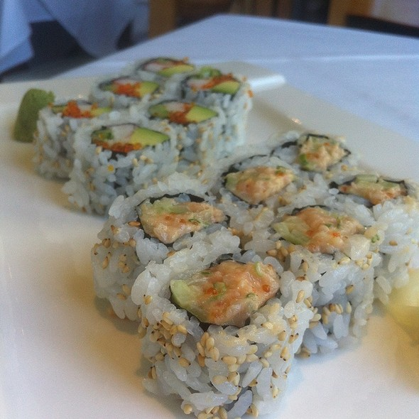 Spicy Bc Tuna Roll And California Roll - Mye Japanese Restaurant, Oakville, ON