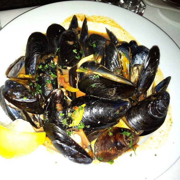 Pei Mussels Steamed W/ Garlic, House Tomato Sauce, Orange Zest & White Wine - Geranio, Alexandria, VA