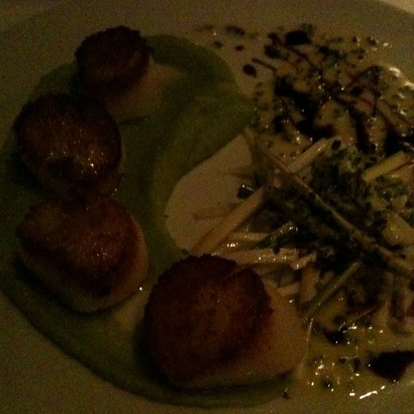 Sea Scallops - Scaramouche Restaurant, Toronto, ON