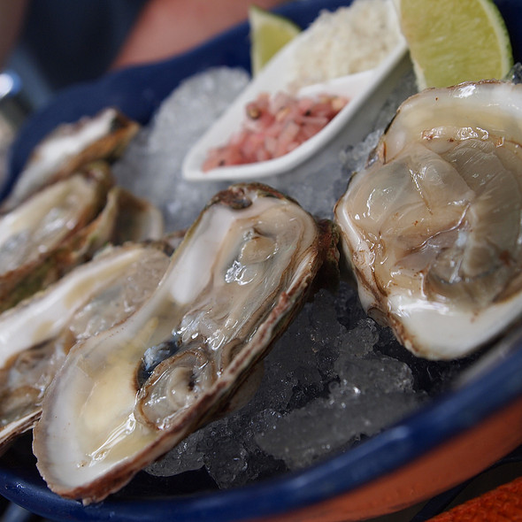raw oysters - Chez Piggy, Kingston, ON