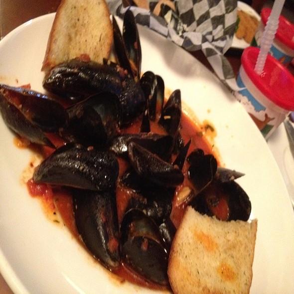 Steamed Mussels - Plumsteadville Inn, Pipersville, PA