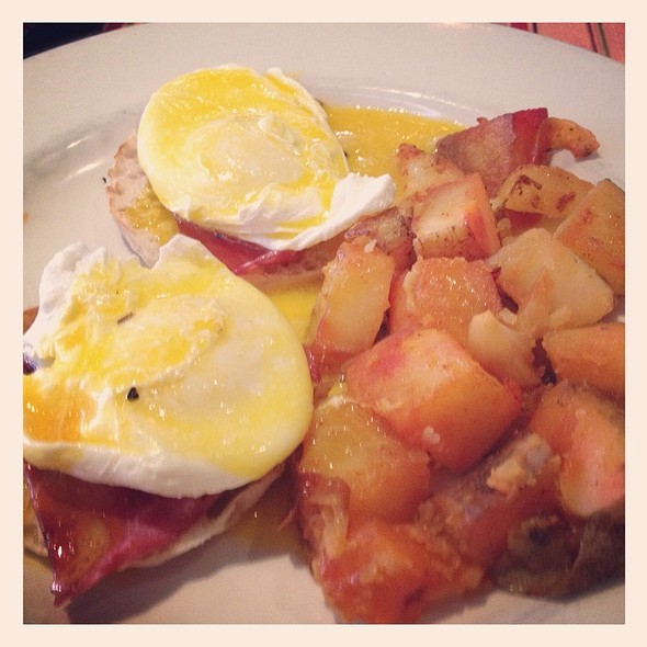 Eggs Benedict - Los Pollitos III, Brooklyn, NY