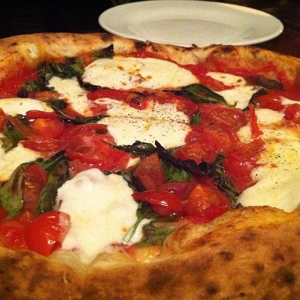 Margherita Pizza - Olio e Più, New York, NY