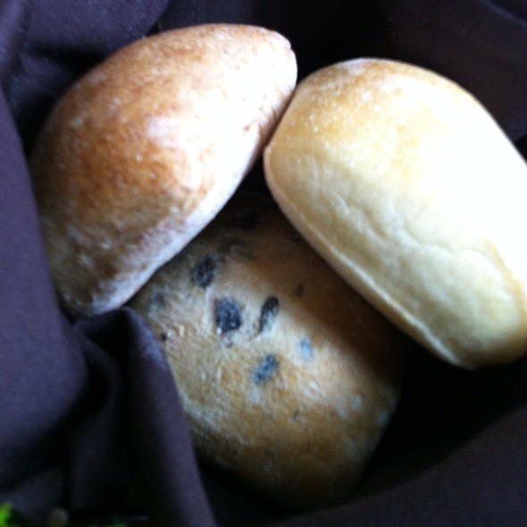 Artisan Bread Basket - Gazette Restaurant Montreal, Montréal, QC