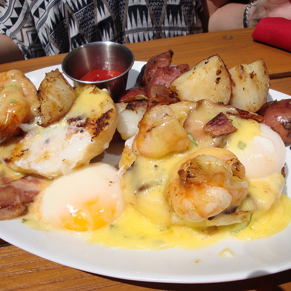 Brunch: Shrimp Benedict, Tasso Ham, Poached Eggs, Bearnaise   Red Door,