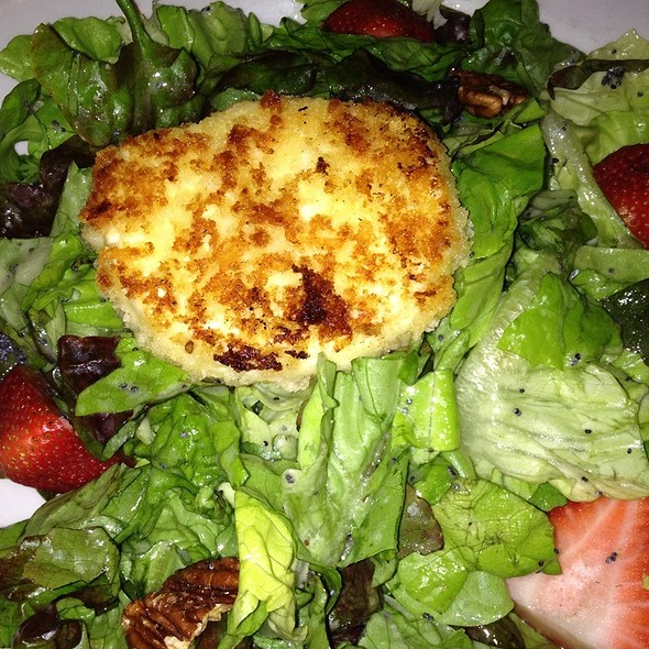 Seasonal Goat Cheese Salad - Meriwether's, Southfield, MI