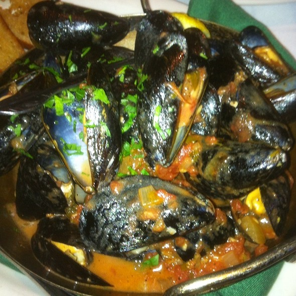 Mussels With Spicy Tomato Sauce - Hugo's Frog Bar & Fish House - Naperville, Naperville, IL