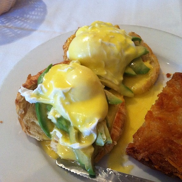 Avocado Benedict - Louie's Cajun Kitchen and Bourbon Bar, Santa Cruz, CA