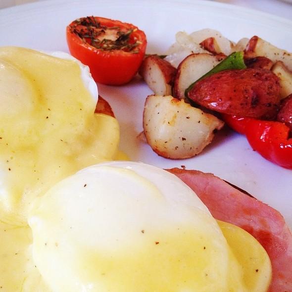 Eggs Benedict - Il Mulino New York - Miami, Miami Beach, FL