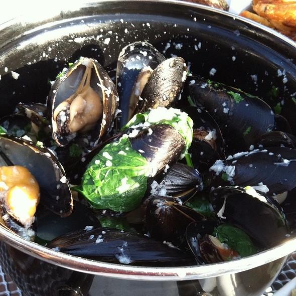 Vin Blanc Mussels - Lyon Hall, Arlington, VA