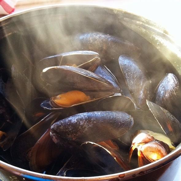 Pei Mussels Meuniere - Del Ray Cafe, Alexandria, VA