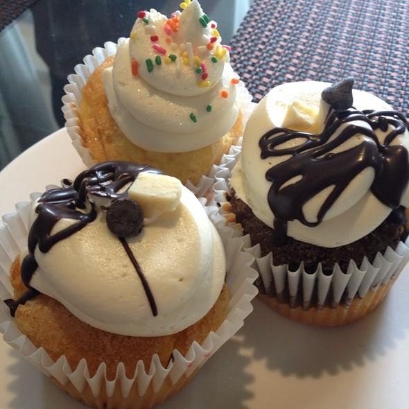 Cupcakes - Mustard Seed Bistro, Plantation, FL