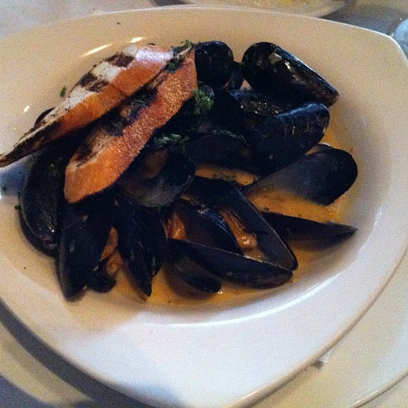 PEI Mussels - Broadway Cellars, Chicago, IL