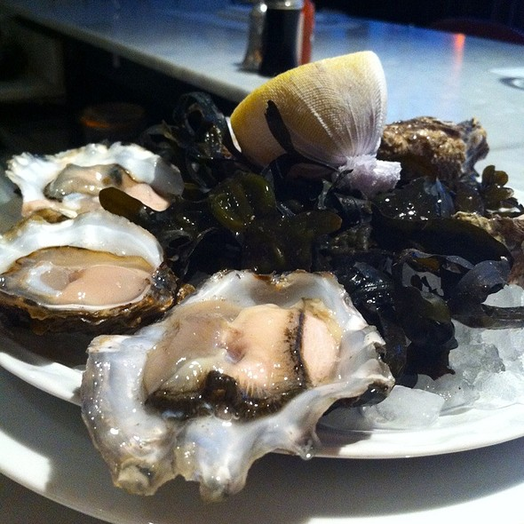 Oysters - Bentley's Oyster Bar & Grill, London
